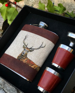 Stag Hip Flask Set.
