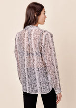 Load image into Gallery viewer, Lovestitch Long Sleeve Knot Front Top