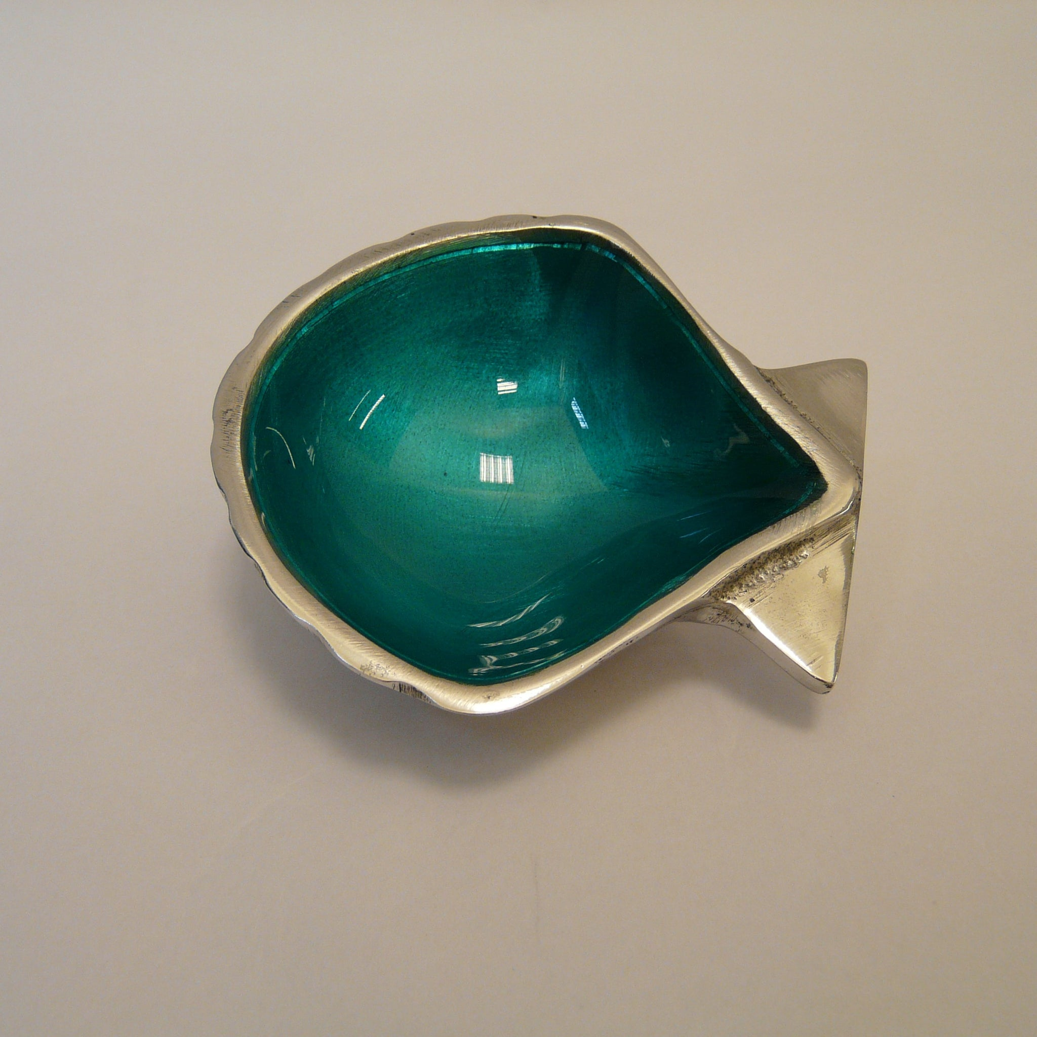 1928-fair-trade-recycled-aluminium-aqua-shell-dish