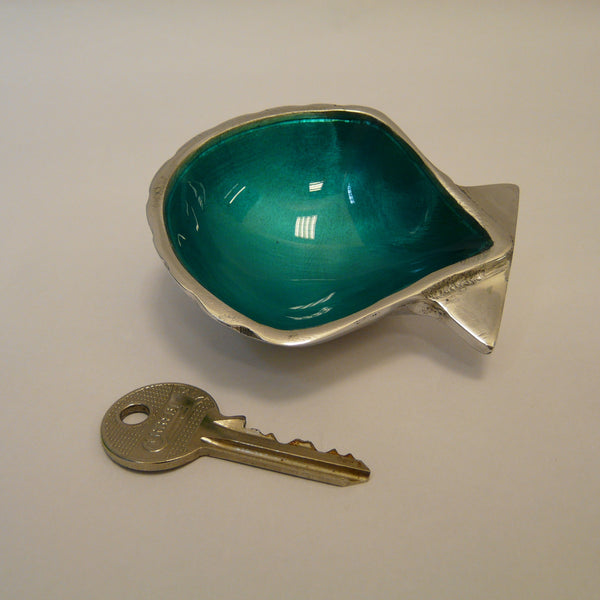 1932-fair-trade-recycled-aluminium-aqua-shell-dish-with-key