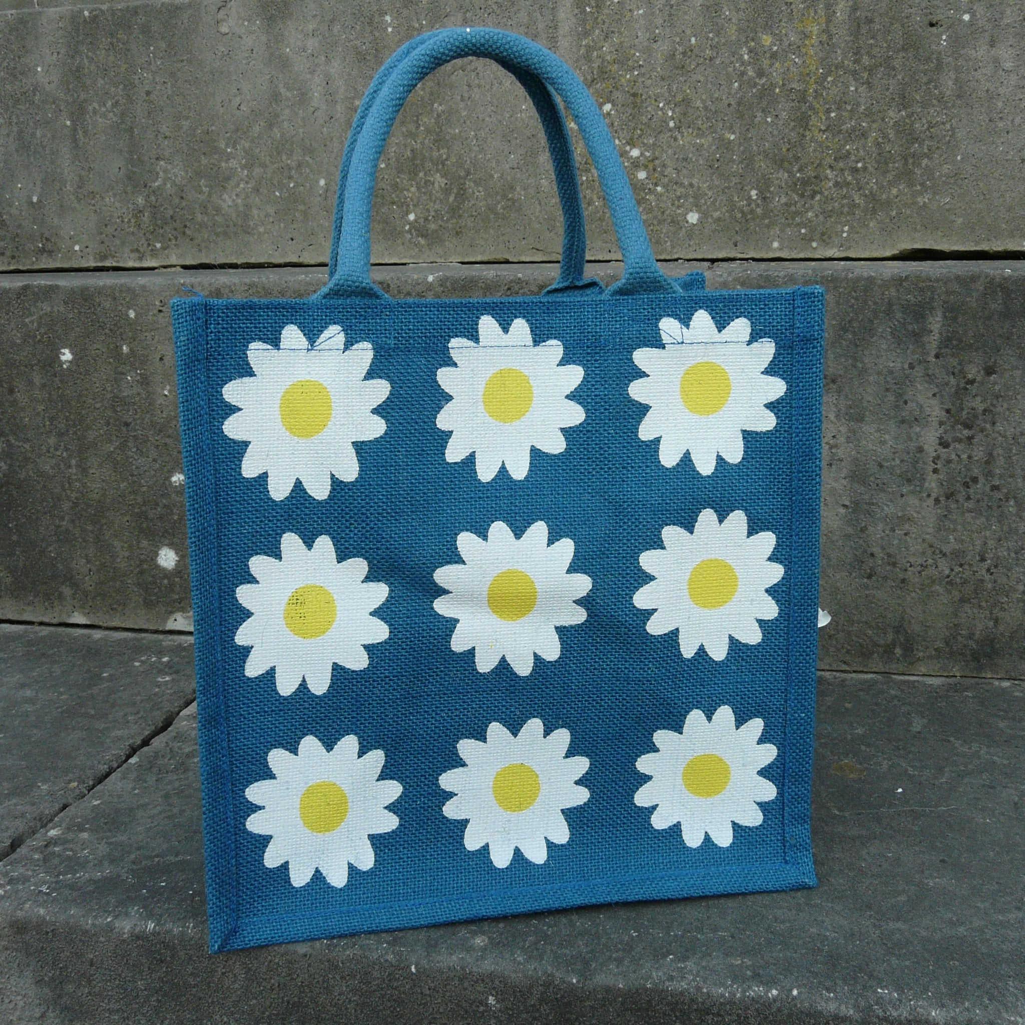 fair-trade-blue-jute-shopping-bag-square-9-white-daisies