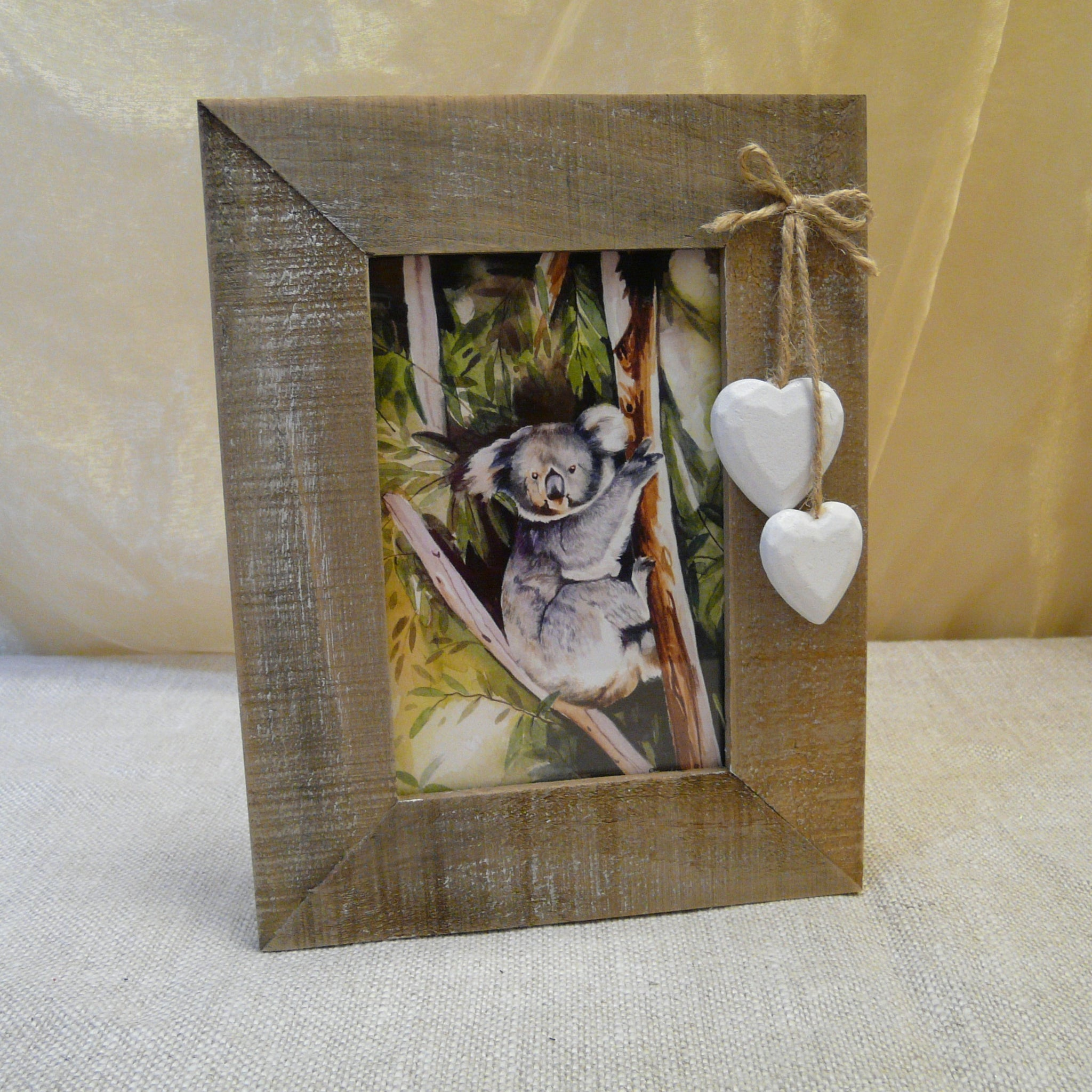 P1090399-Eco-friendly-drift-wood-Picture-frame-with-white-hearts