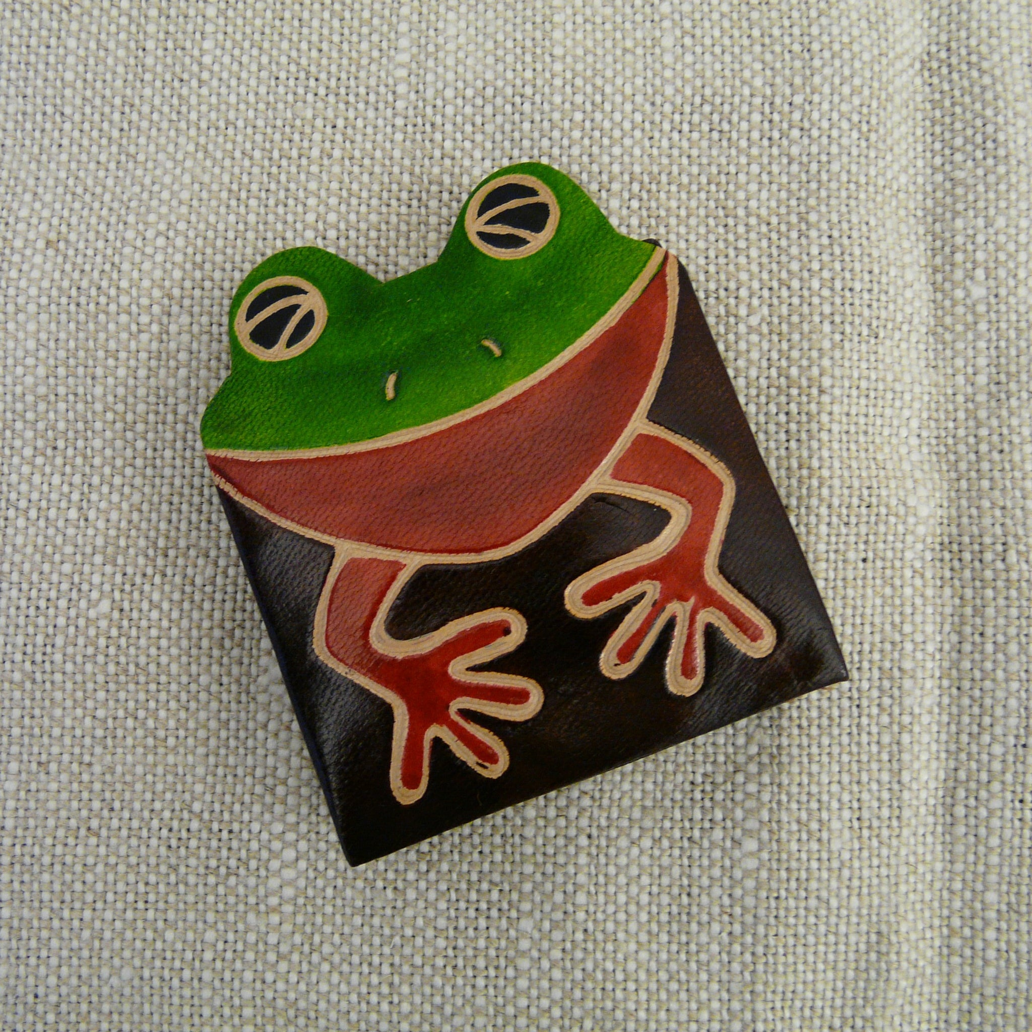 fair-trade-handcrafted-small-square-leather-coin-purse-frog-green-red