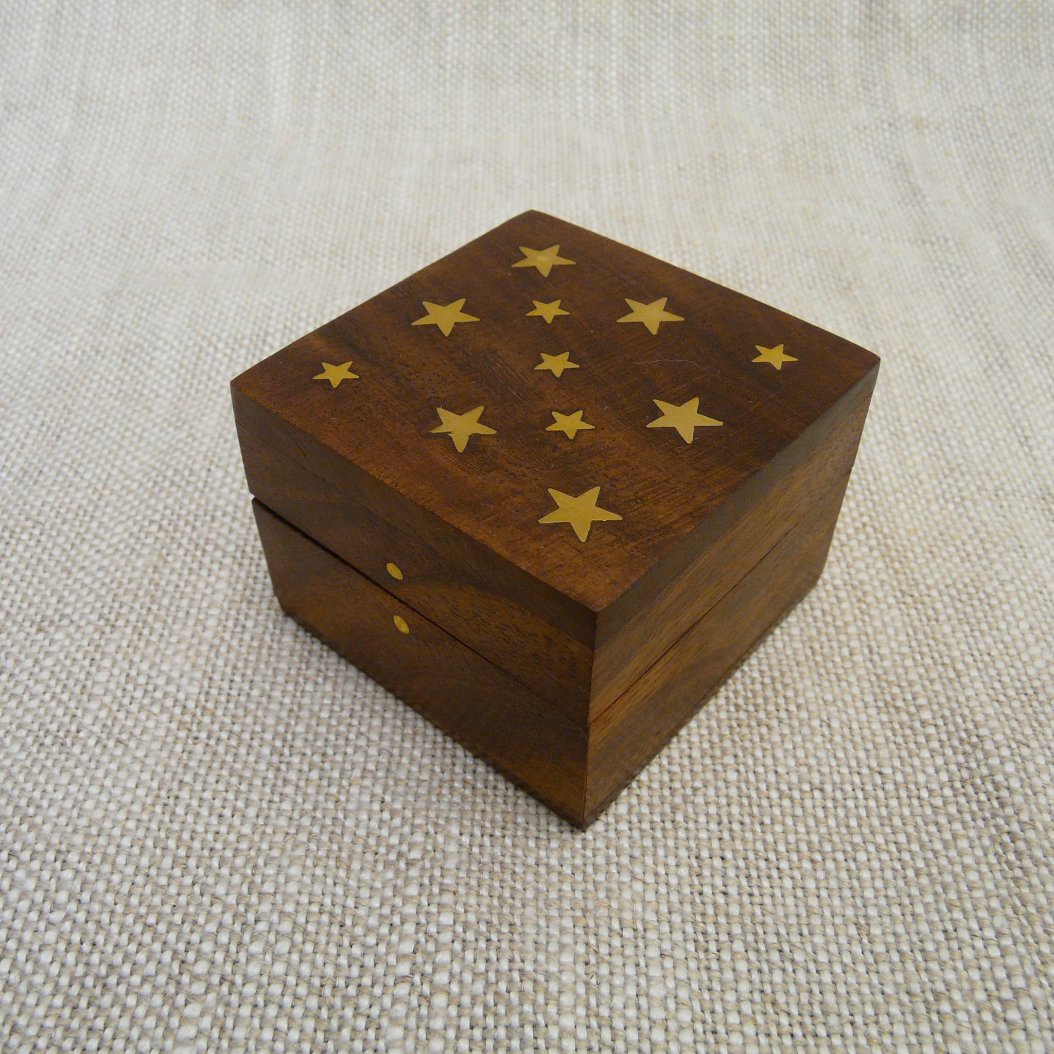 P1110066-fair-trade-sesham-wood-square-box-brass-stars-inlay