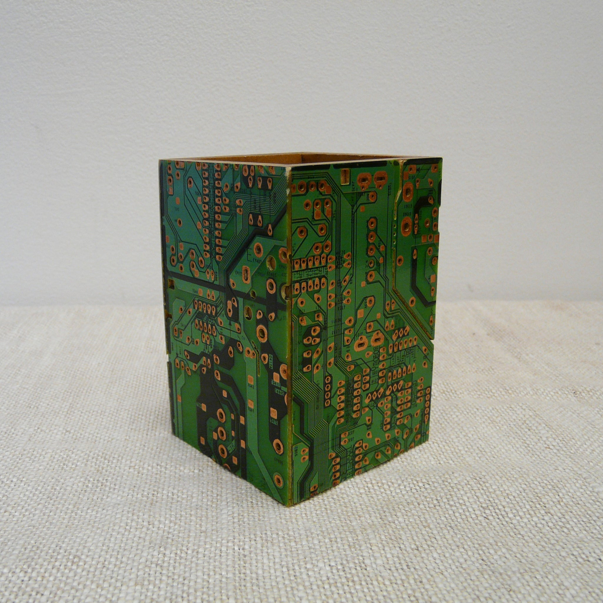 P1110143-Fair-Trade-Upcycled-Circuit-board-Pen-pot