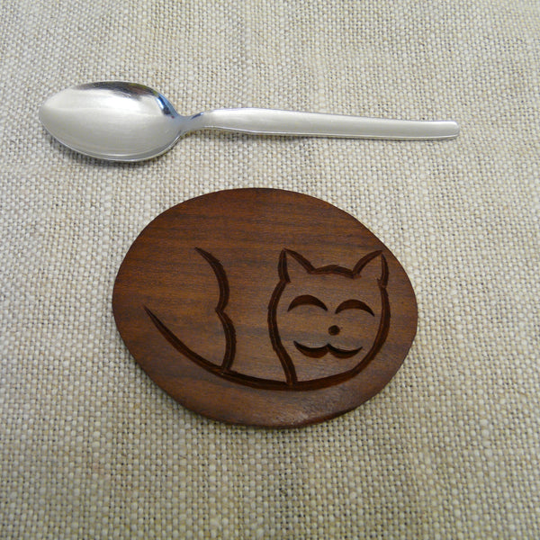 P1110272-Fair-trade-Sesham-wood-Cat-in-basket-Oval-Coaster-set-single-coaster-teaspoon