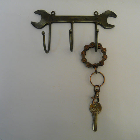 P1110390-fair-trade-upcycled-spanner-hooks-with-bike-chain-circle-keyring-with-key