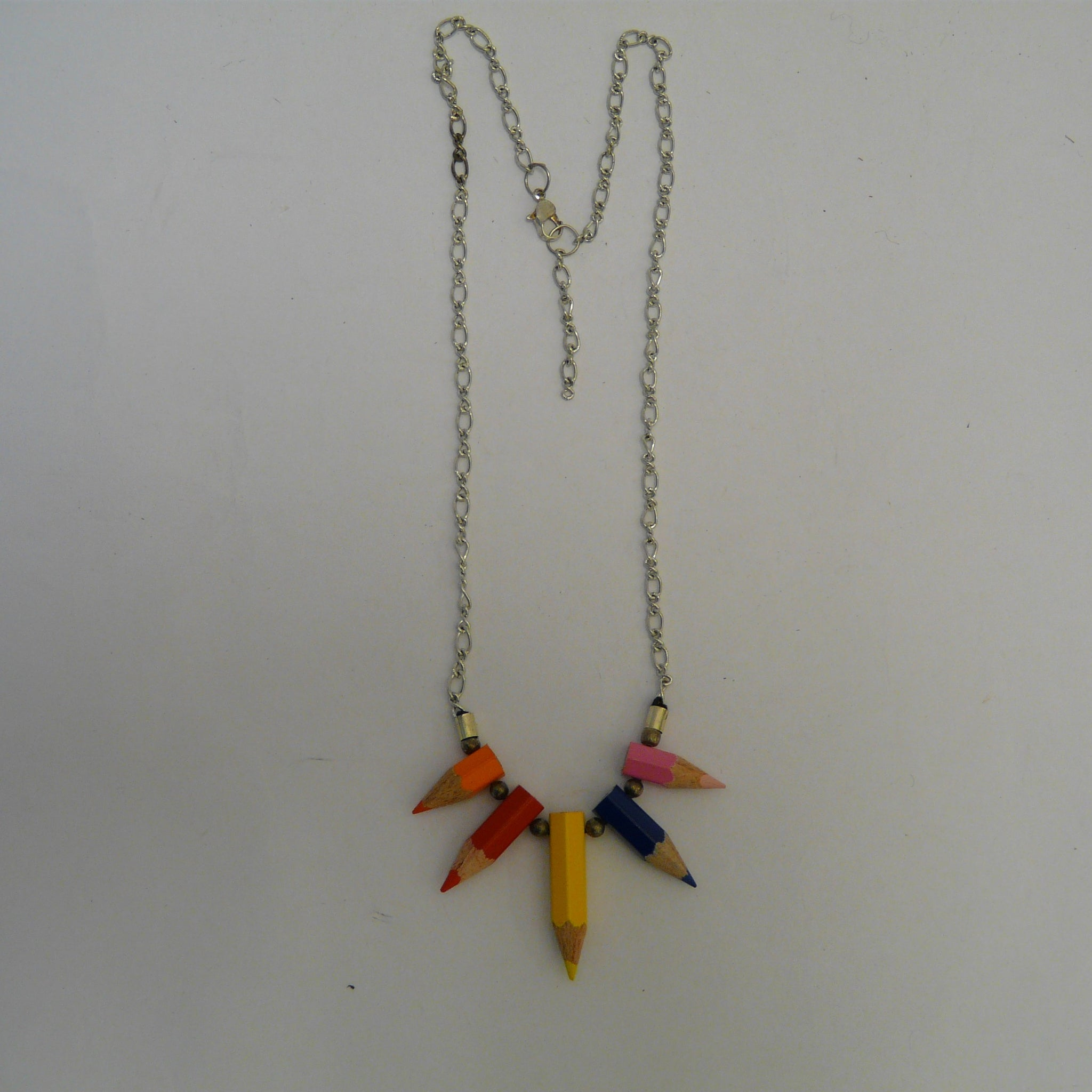 P1110476-fair-trade-upcycled-crayons-5-stubs-necklace-showing-chain-with-extension