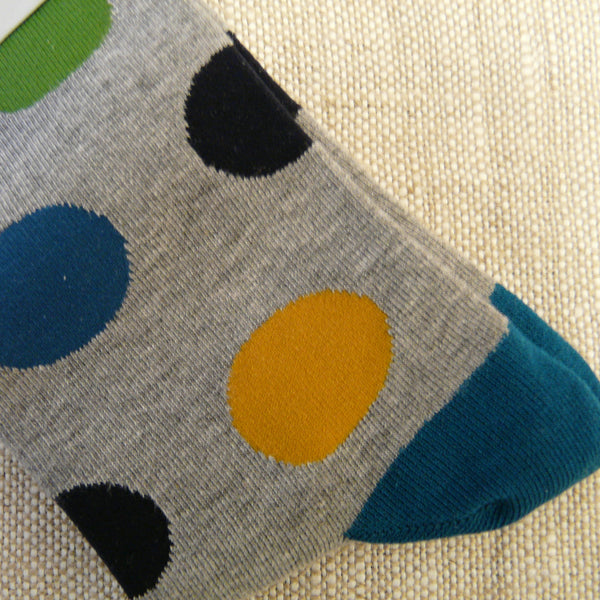 Close-up-of-large-spots-in-navy-blue-mid-blue-green-and-yellow-with-blue-heels