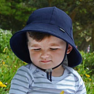 Toddler boy wearing a bedhead baby bucket hat in navy