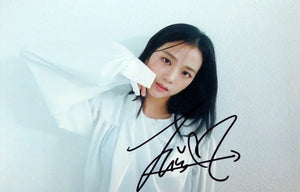 BLACKPINK Jisoo Signed Photo (White Background)