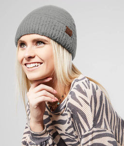cc boucle yarn beanie model