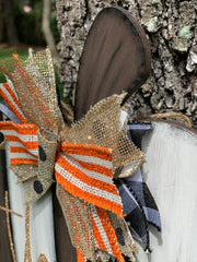 This image shows a close up of the burlap and glitter bow.
