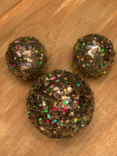Glitter Snowball Decor shows the set of 3 silver snowballs.