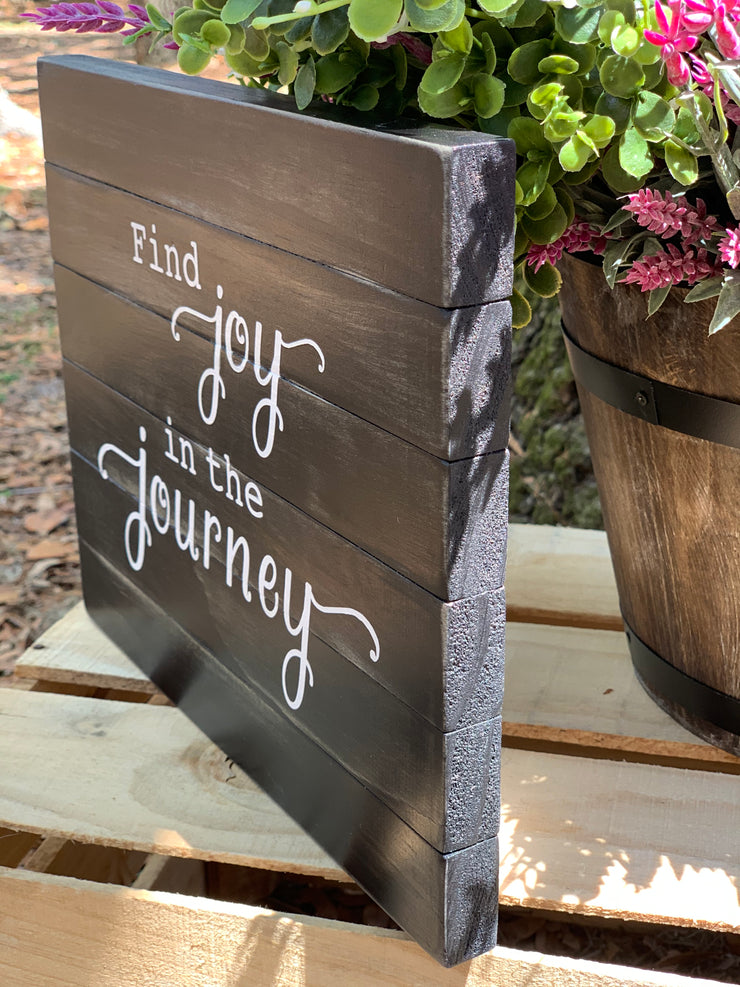 Find Joy In The Journey (April 2020 Sign of the Month) shows an alternative photo of the sign with the pallet boards on the side.