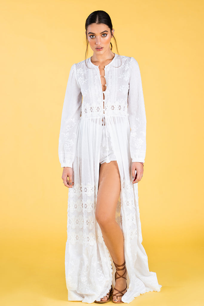 Guts and love. Kaftan Ethereal Kaftan de la colección primavera verano 2020 Underneath the star
