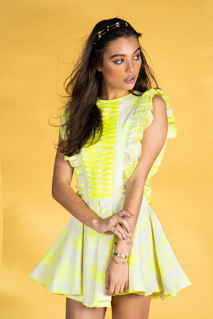Guts and love. Vestido corto de color amarillo Chaotic stars  de la colección primavera verano 2020 Underneath the star