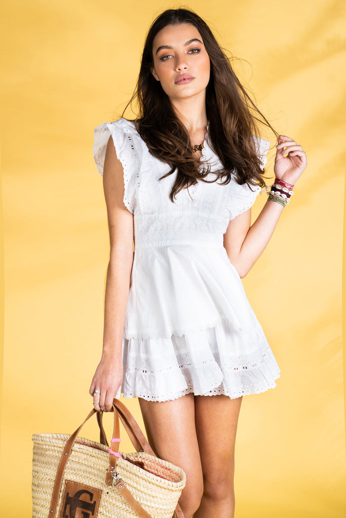 Guts and love. Vestido blanco corto A summer fable de la colección primavera verano 2020 Underneath the star