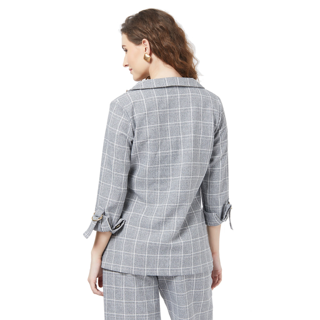Casual checks blazer with broach