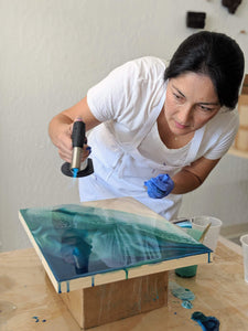 Anastasiya Bachmanova Workshop Resin Ocean Waves