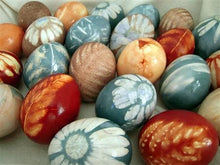 Load image into Gallery viewer, Kaitlin Bonifacio Workshop Natural Egg Dyeing