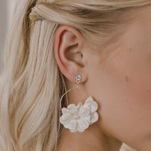 Load image into Gallery viewer, E2157 Bridal Floral Earrings