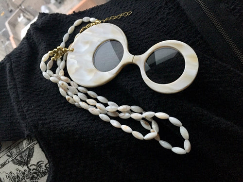 Mother of pearl necklace with a magnifying glass - Lovinglam