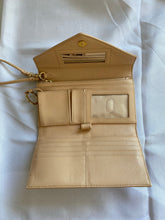 Load image into Gallery viewer, Tory Burch Robinson Envelope Wristlet Wallet