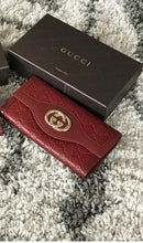 Load image into Gallery viewer, Gucci Sukey Interlocking Wallet