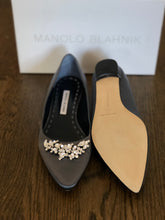 Load image into Gallery viewer, Manolo Blahnik Flats