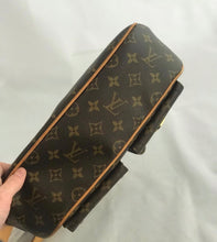 Load image into Gallery viewer, Louis Vuitton Monogram Hudson GM