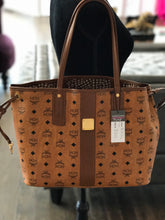Load image into Gallery viewer, MCM Medium Liz Reversible Shopper