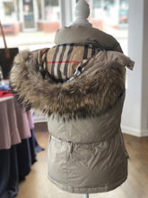 Load image into Gallery viewer, Burberry Down Vest