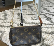Load image into Gallery viewer, Louis Vuitton Mini Pochette