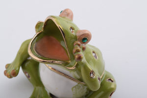 Shouting Sitting Frog