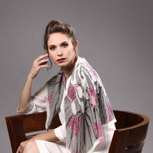 The-Pink-Line-Flower-Scarf-silk-carre-square-black-white-90x90-model-packshot-1