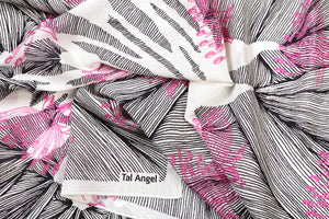 The-Pink-Line-Flower-Scarf-silk-carre-square-black-white-90x90-packshot-closeup[