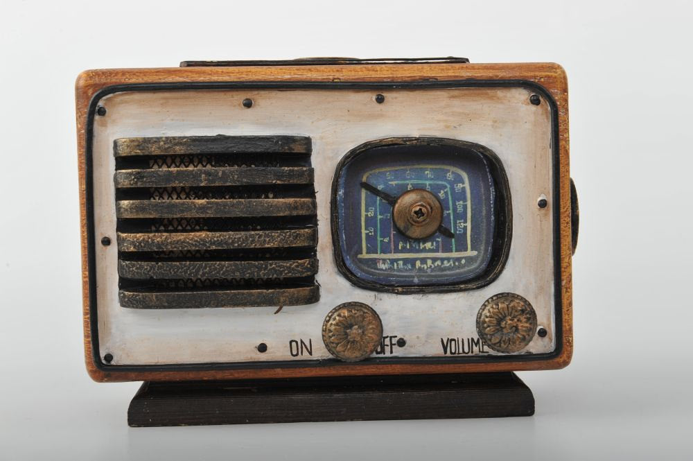 Wooden Miniature of a Retro Tube Radio Vintage Decoration Antique Trinket Box