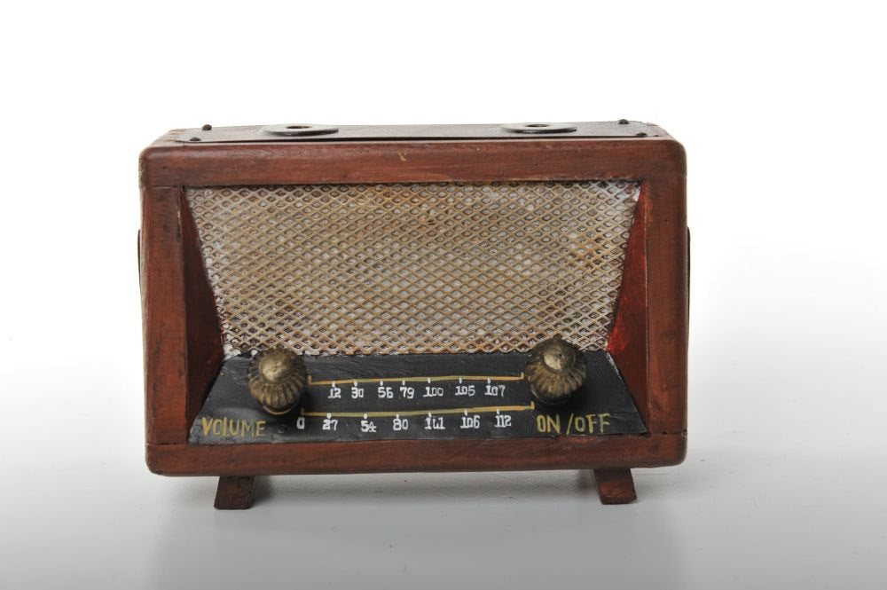 Wooden Miniature of an Old Fashioned Radio Vintage Decoration Antique Trinket Box