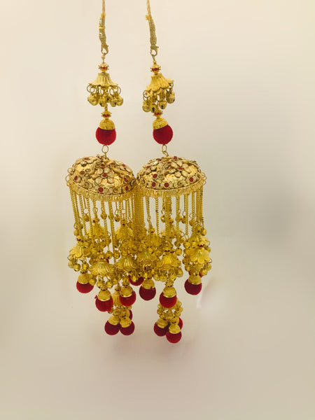 Golden and red pom-pom kalire