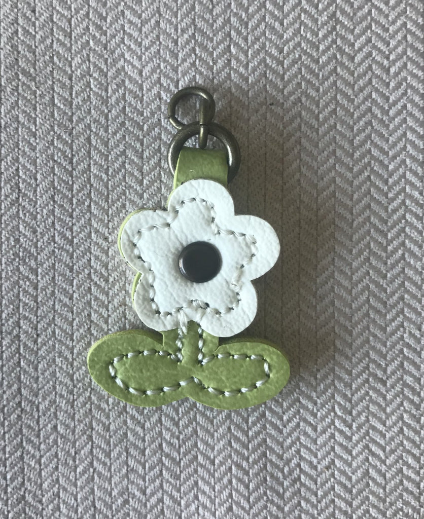 Zip Pull White Flower