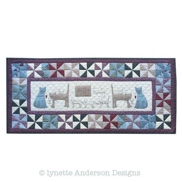 Happy Family Tablerunner - pattern
