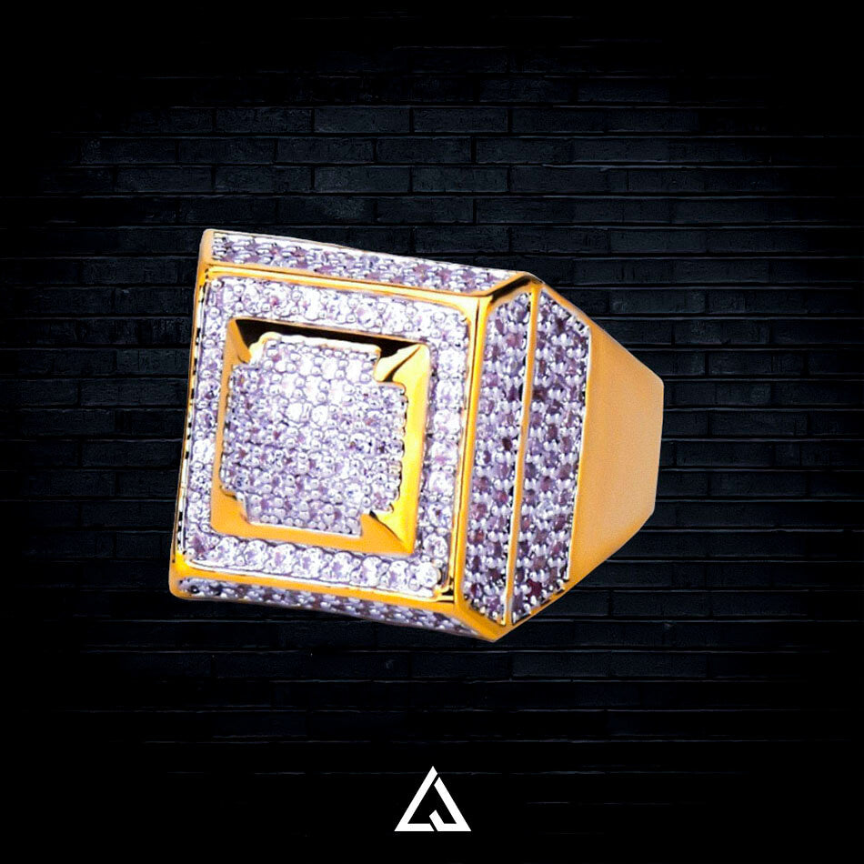 PYRAMID RING - Lujoure