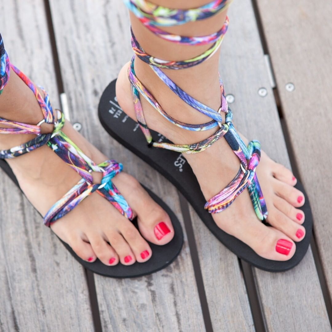 SunSmiles Black Base Gladiator Sandals