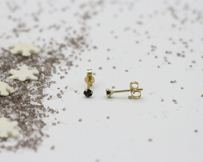 18kt 2.0mm Sapphire Stud Earrings- Yellow Gold