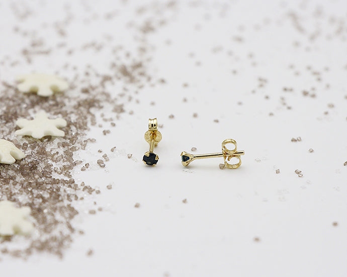 18kt 2.5mm Sapphire Stud Earrings- Yellow Gold