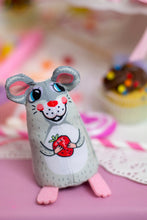 Load image into Gallery viewer, [Fuzzu] SWEETIE MOUSE Cat Toy with Organic Catnip