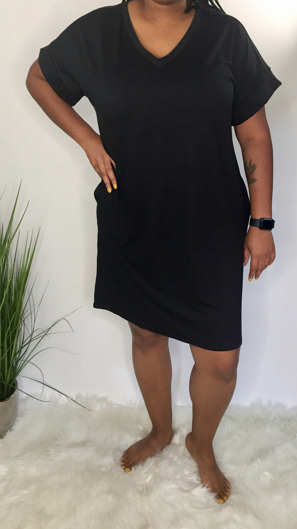 Simple and sassy Plus T-shirt dress (black)