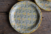Yellow flowers plates (set of 4)