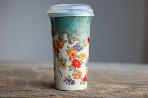 Daisies green drippy travel mug with silicon lid and sleeve